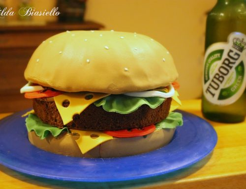 Torta hamburger in pasta di zucchero