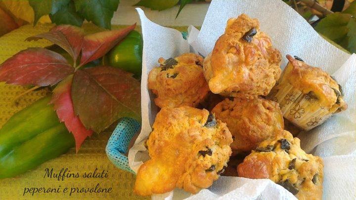 Muffins salati peperoni e provolone