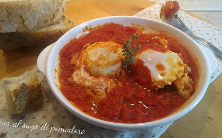 Uova al sugo di pomodoro