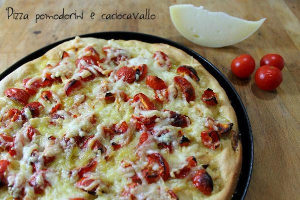 Pizza pomodorini e caciocavallo