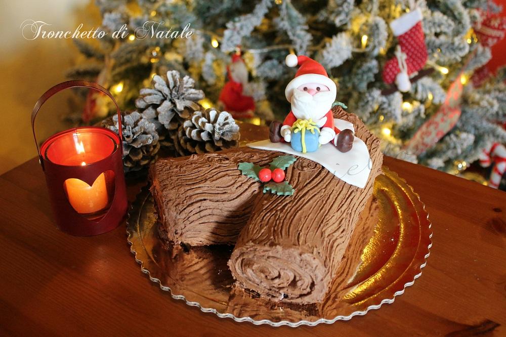 Come Decorare Un Tronchetto Di Natale.Tronchetto Di Natale Ricetta Facile Donnepasticcione