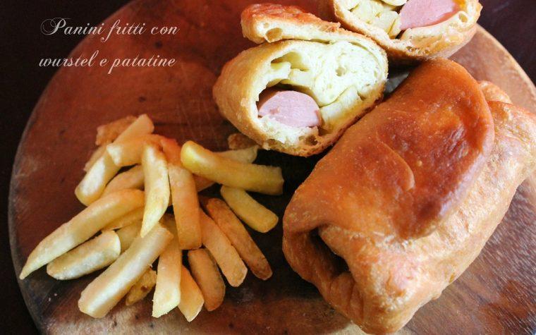 Panini fritti con wurstel e patatine