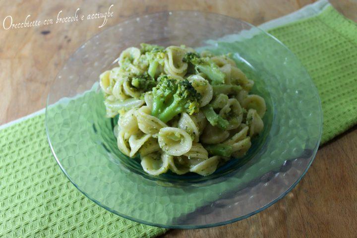 Orecchiette veloci con broccoli e acciughe