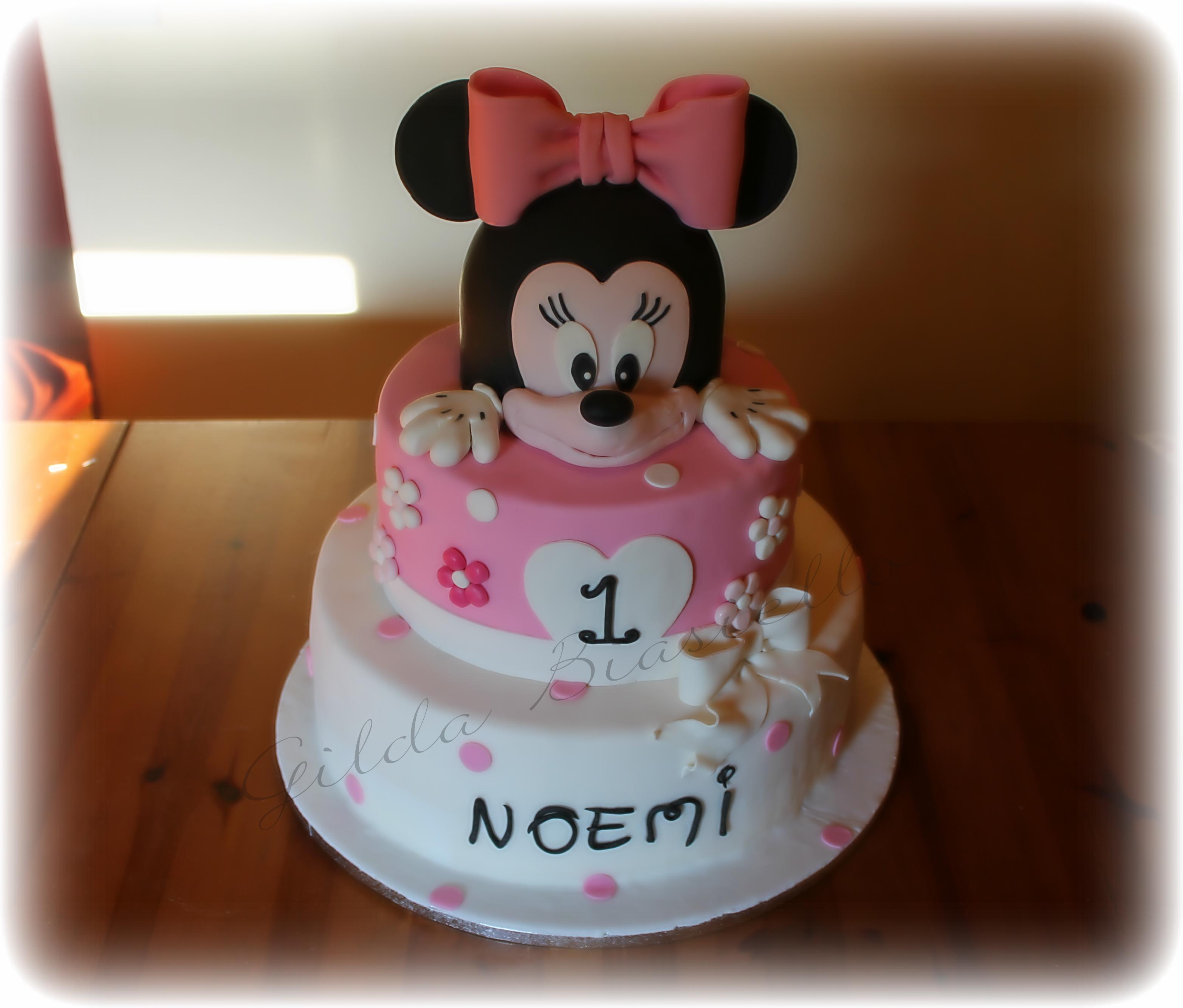 Torta Minnie rosa con pasta di zucchero