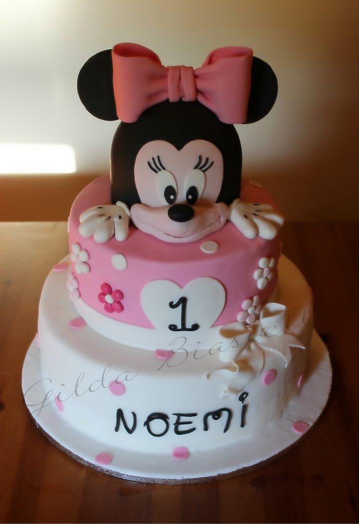 Torta Minnie rosa con pasta di zucchero 1