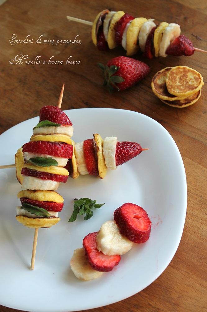 Spiedini di mini pancakes, Nutella e frutta fresca