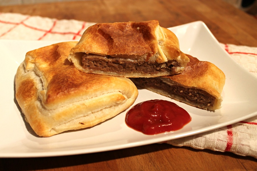 Hamburger di manzo in crosta di pasta sfoglia