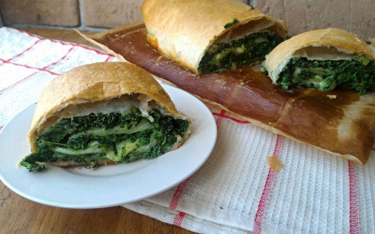 Rotolo di pasta sfoglia farcito con ricotta e spinaci