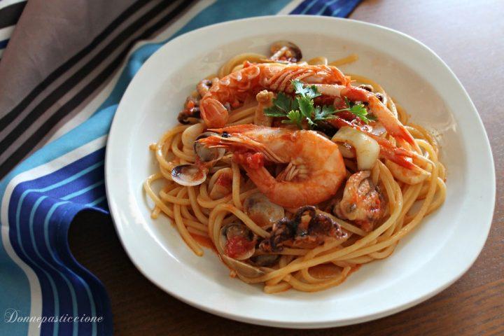 spaghetti al sugo rosso di pesce