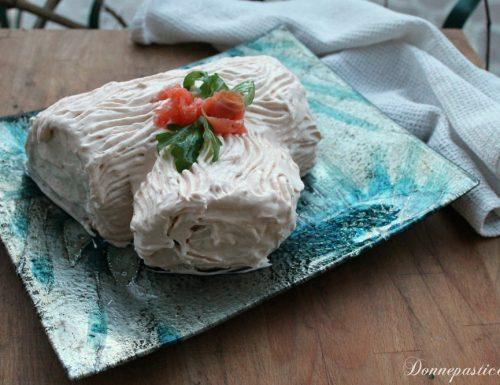 Tronchetto salato con salmone, gamberetti e rucola