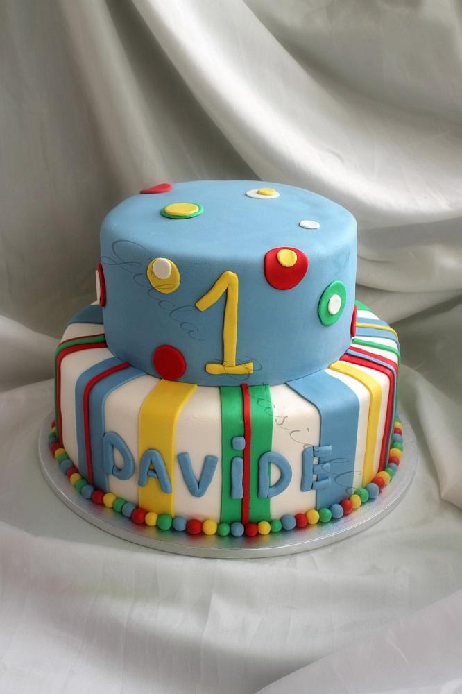 torta 1 anno colorata in pasta di zucchero