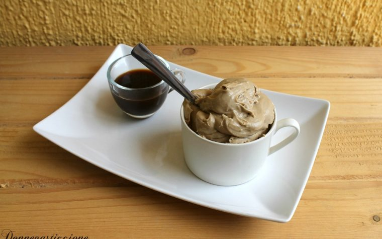 Crema al caffè e mascarpone senza bilancia