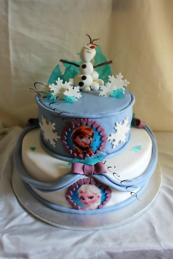 torta Frozen con ghiaccioli in pasta di zucchero