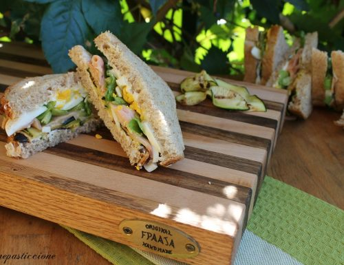 Sandwich al salmone affumicato, zucchine e uova
