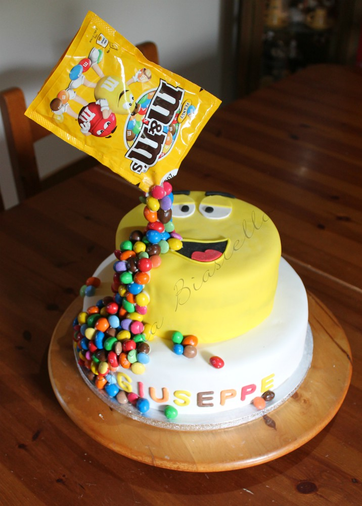 gravity cake m&m's a due piani