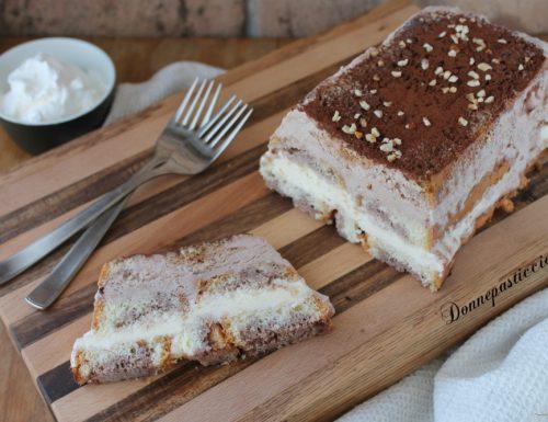Mattonella di pan di spagna e gelato