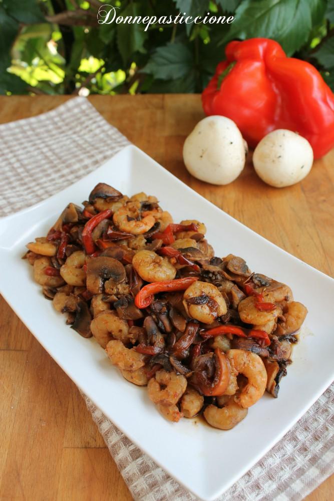 padellata di gamberi con peperoni e funghi