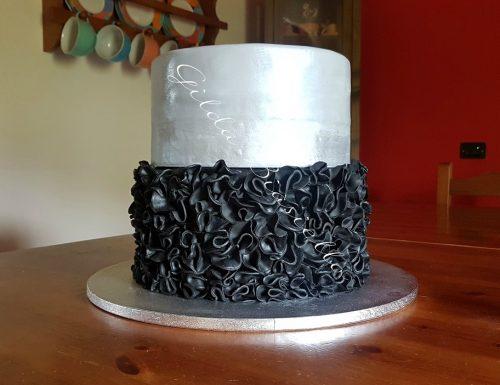 Torta pasta di zucchero argento e nero effetto ruffle