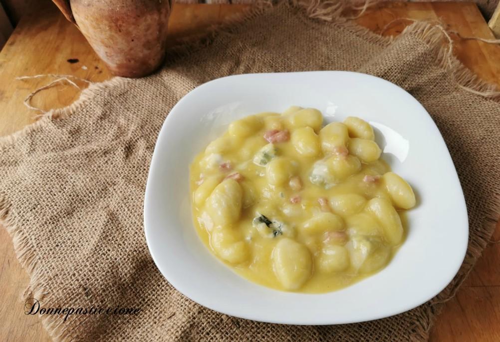 Ricetta Gnocchi Zucca E Pancetta.Gnocchi Zucca E Gorgonzola Con Pancetta Croccante Donnepasticcione