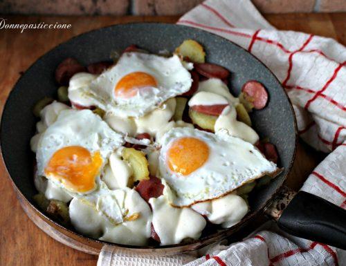 Padellata di wurstel, patate e formaggio filante