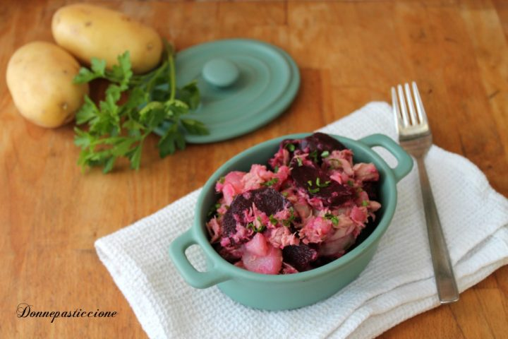 insalata di patate, barbabietola rossa e tonno