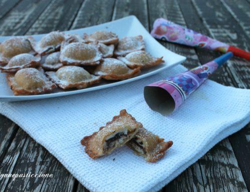 Ravioli dolci fritti ripieni di crema alla ricotta
