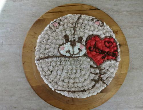 Torta orsacchiotto decorata con la panna