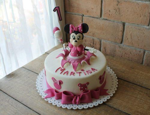 Torta Minnie rosa decorata con pasta di zucchero