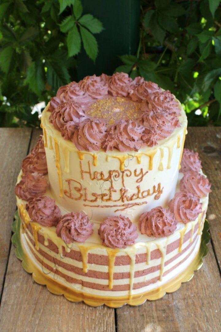 Drip cake bianca e rosa con cioccolato bianco