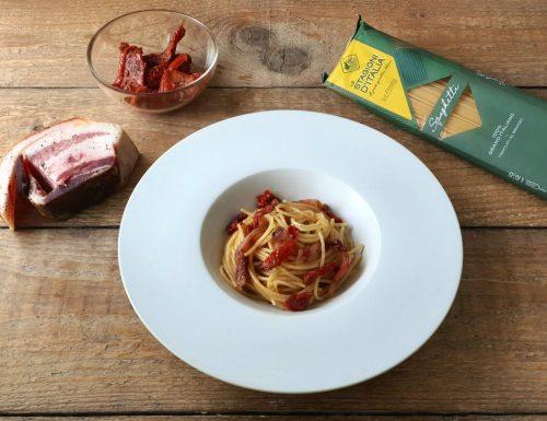Spaghetti con guanciale e pomodori secchi
