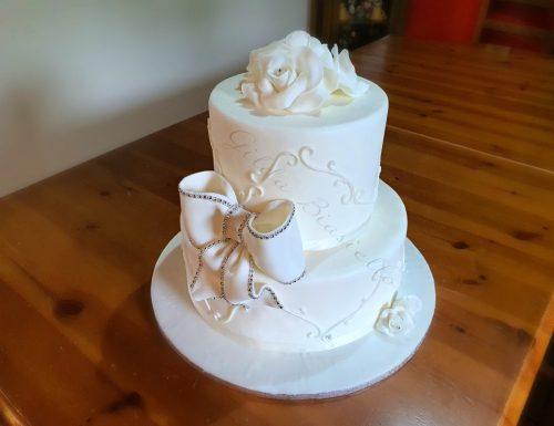 Torta nuziale elegante con strass