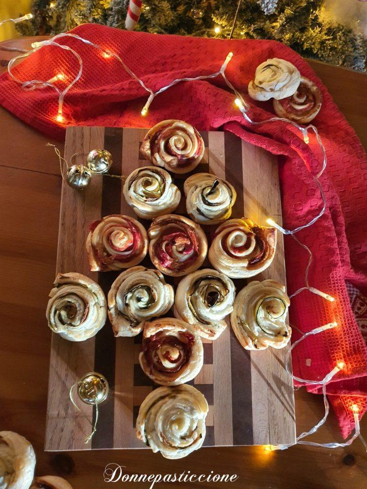 albero di Natale di girelle di pasta sfoglia