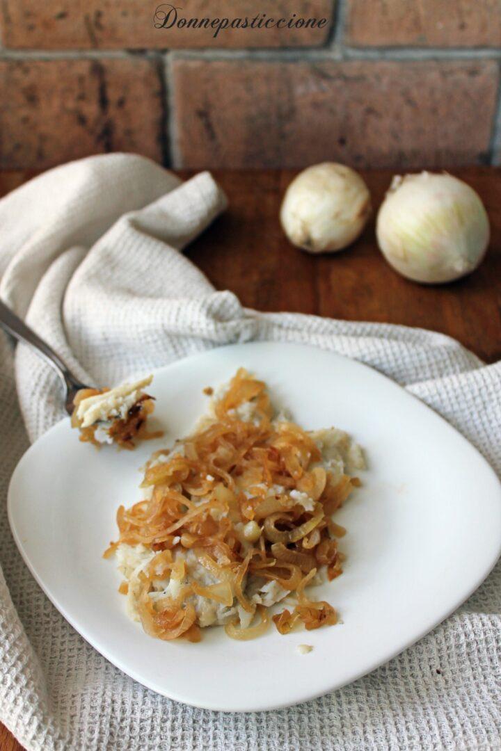 platessa in padella con cipolle stufate