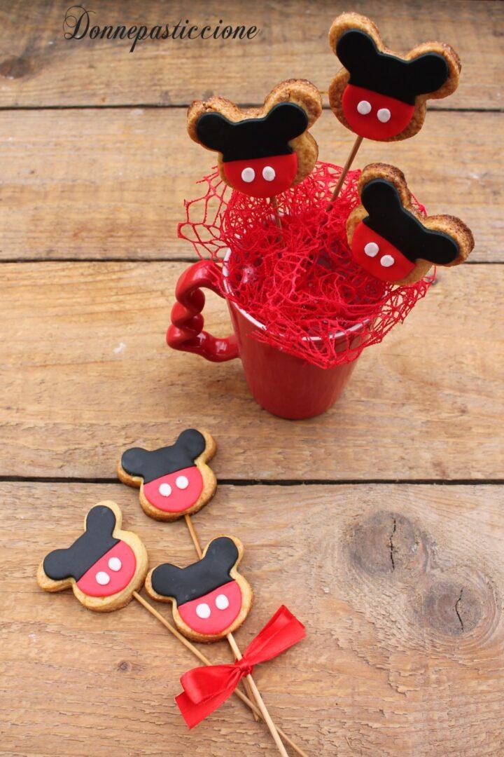 biscotti Topolino decorati con pasta di zucchero