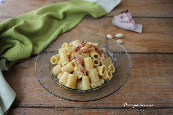 pasta con burrata al pistacchio e guanciale croccante