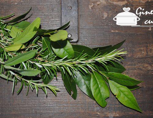 trito di erbe aromatiche essicate