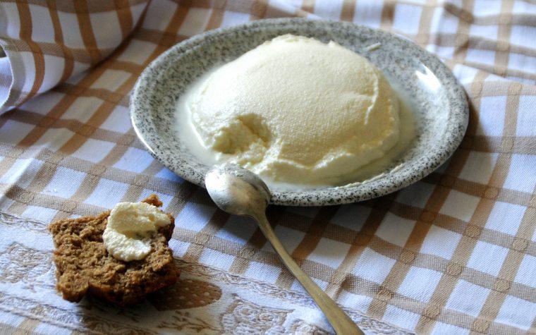 formaggio spalmabile e ricotta fatti con siero di kefir