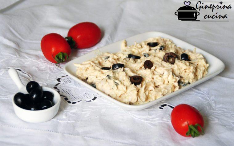 insalata di pollo in salsa tonnata e olive nere