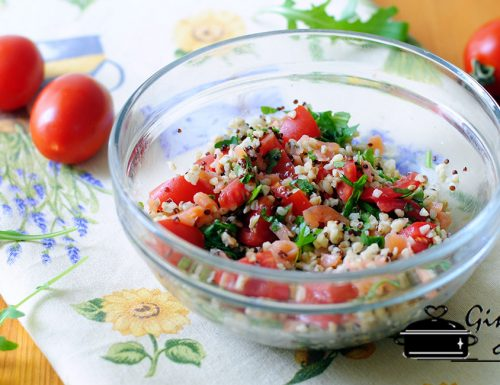 insalata di quinoa e grano con salmone