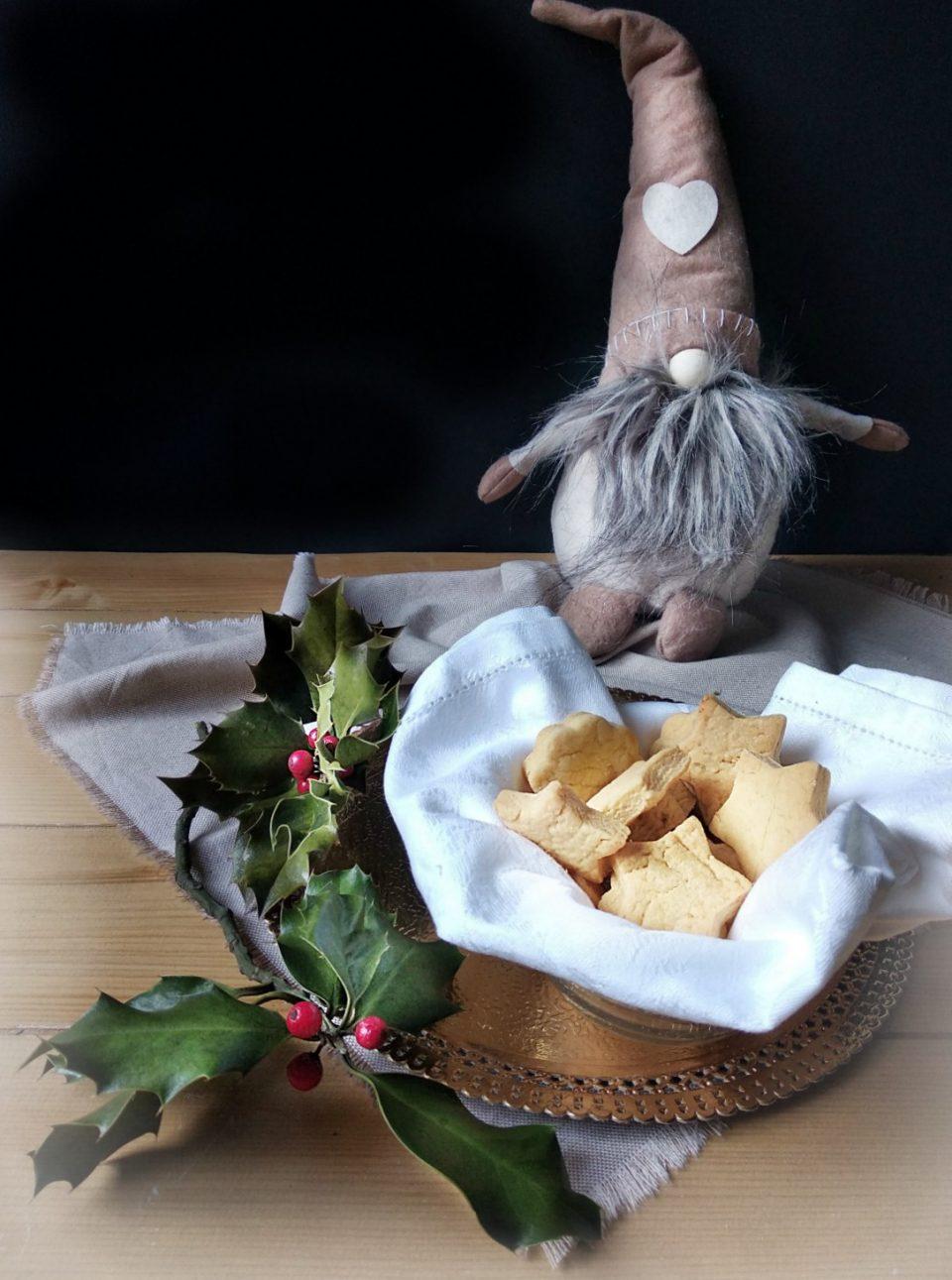 biscotti al parmigiano e curcuma