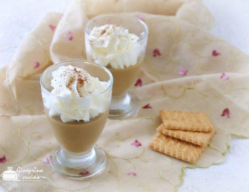 budino al caffè – decorato con panna