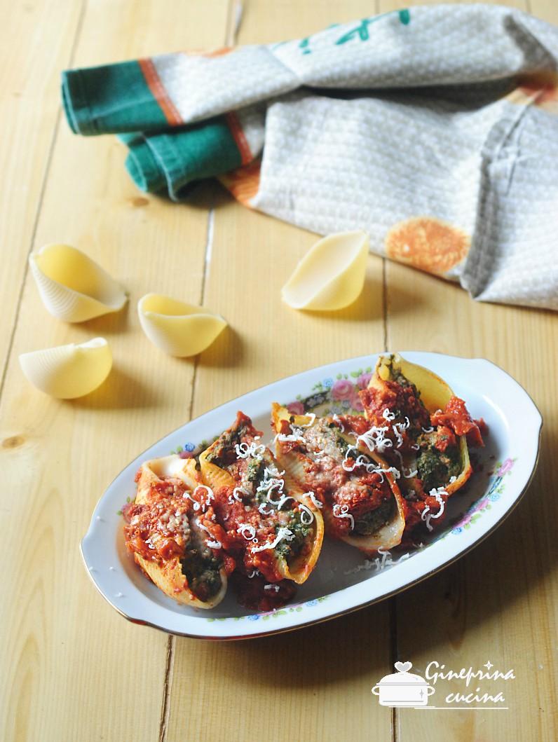 conchiglioni ripieni di carne e spinaci