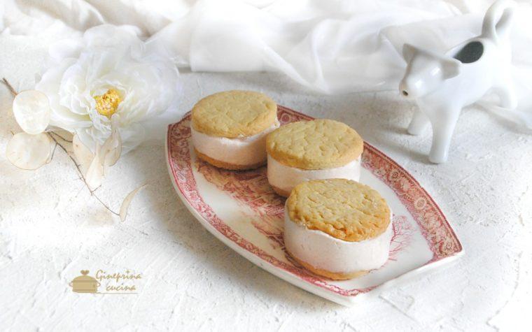 biscotti di frolla con gelato allo yogurt