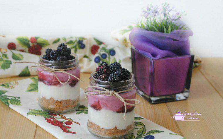cheesecake con le more fatta nel barattolo