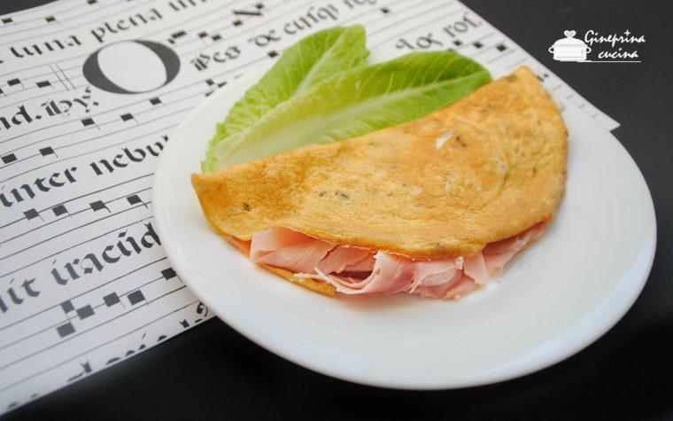 omelette farcita con prosciutto e formaggio