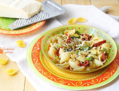 conchiglie con zucchine melanzane e pomodorini secchi