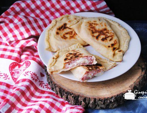 panzerotti prosciutto e formaggio cotti in padella