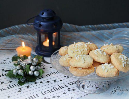 biscotti al cocco con granella di zucchero