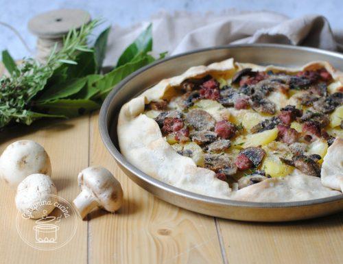 torta alla boscaiola con patate funghi e salsiccia