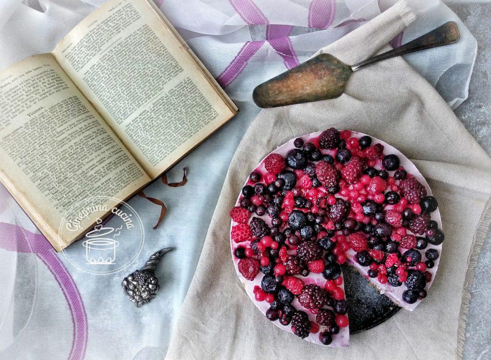 torta ai frutti di bosco senza cottura
